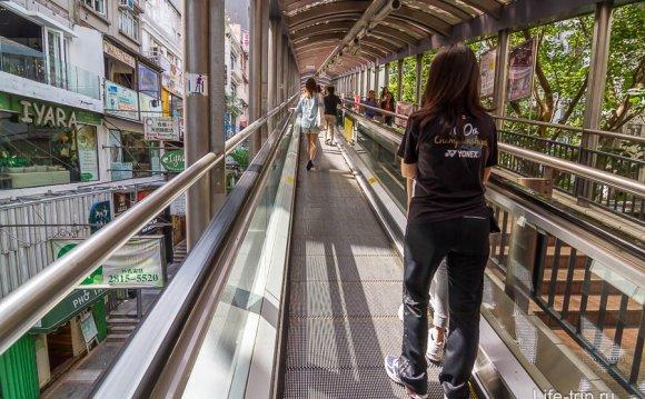 Уличный эскалатор без ступенек